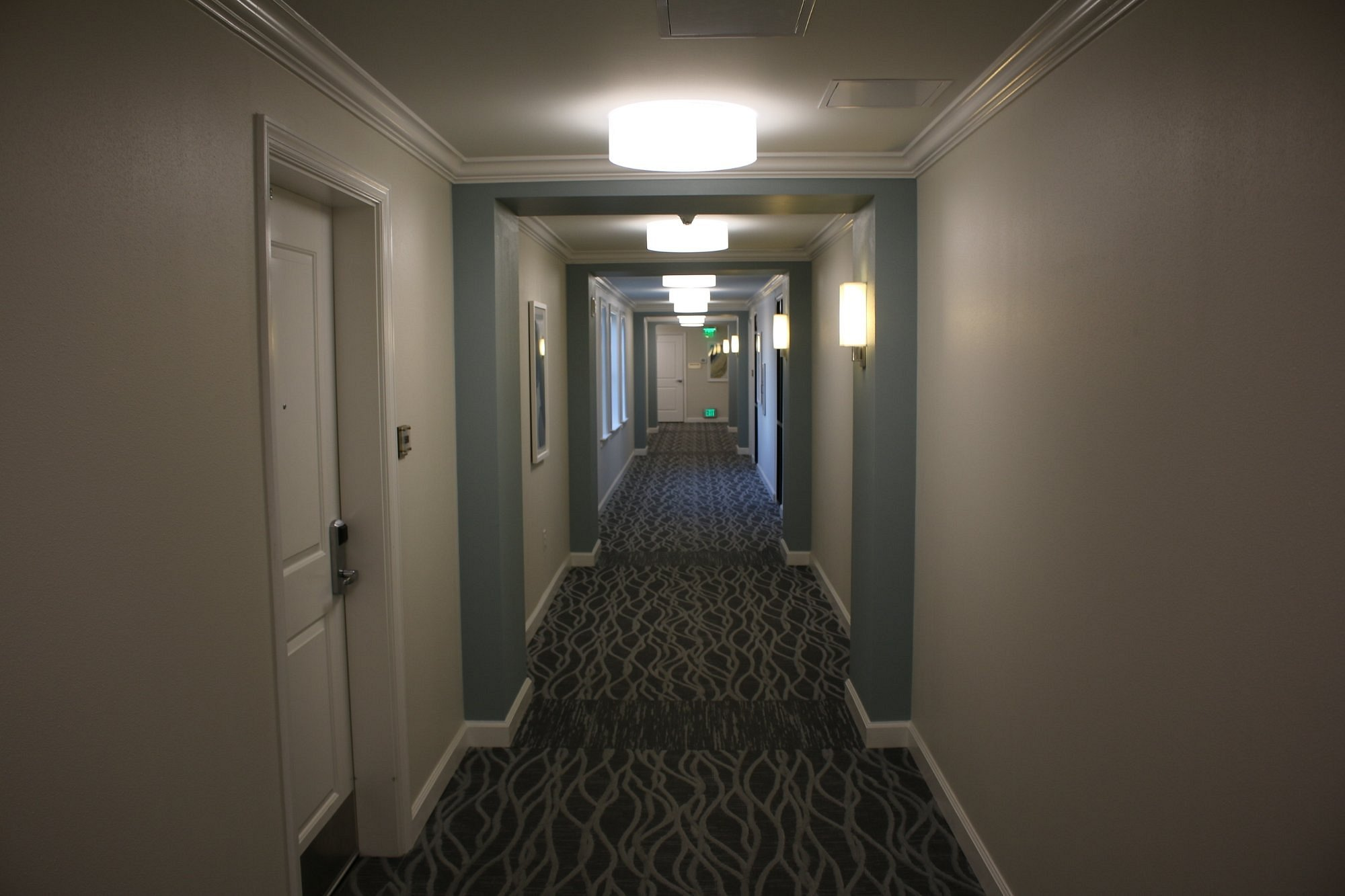 Bluegreen_Vacations_King_Street_Resort_Hallway_1325917261.jpg