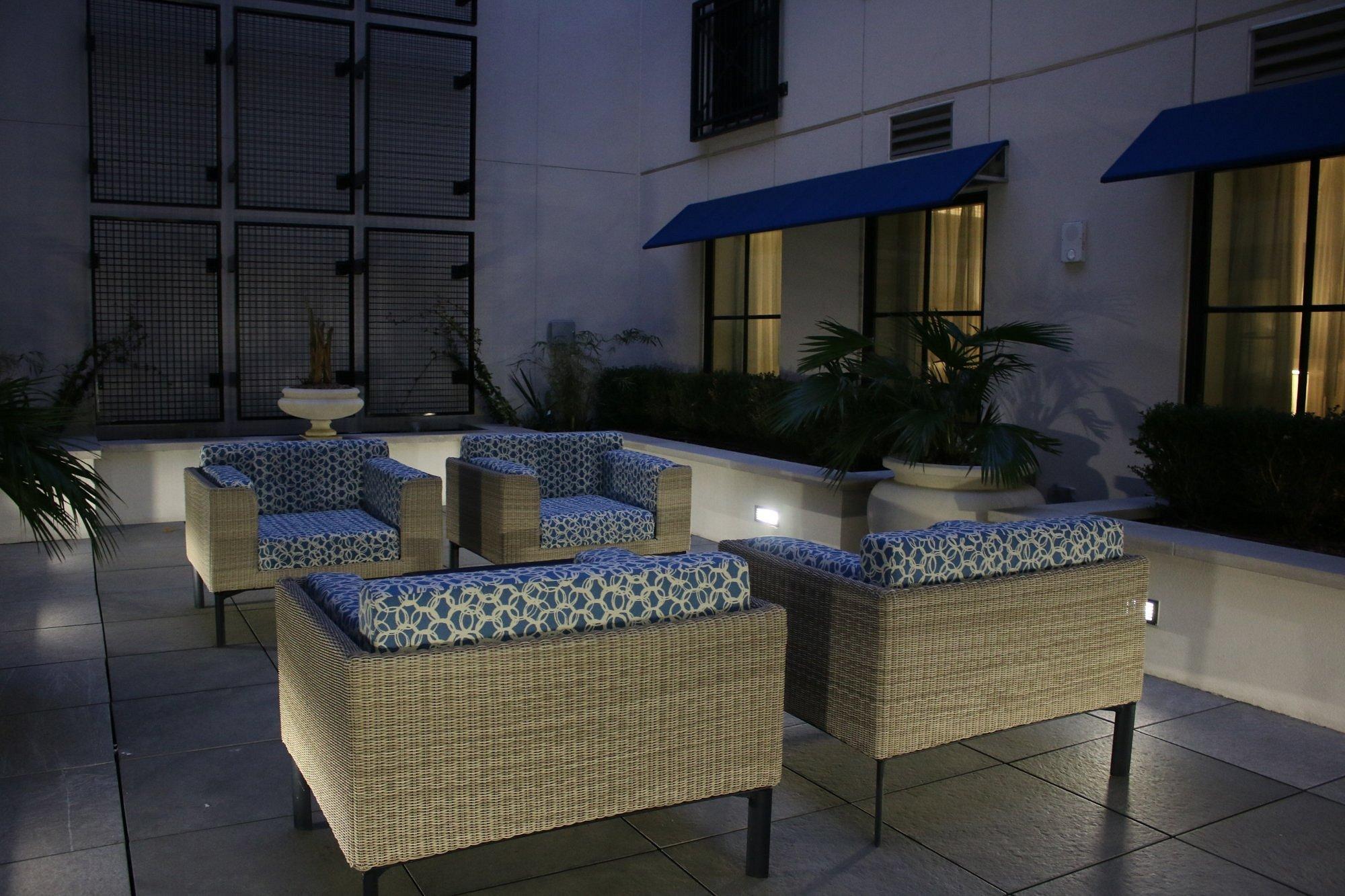 Bluegreen_Vacations_King_Street_Resort_Outdoor_Seating_29b4494e9c.jpg
