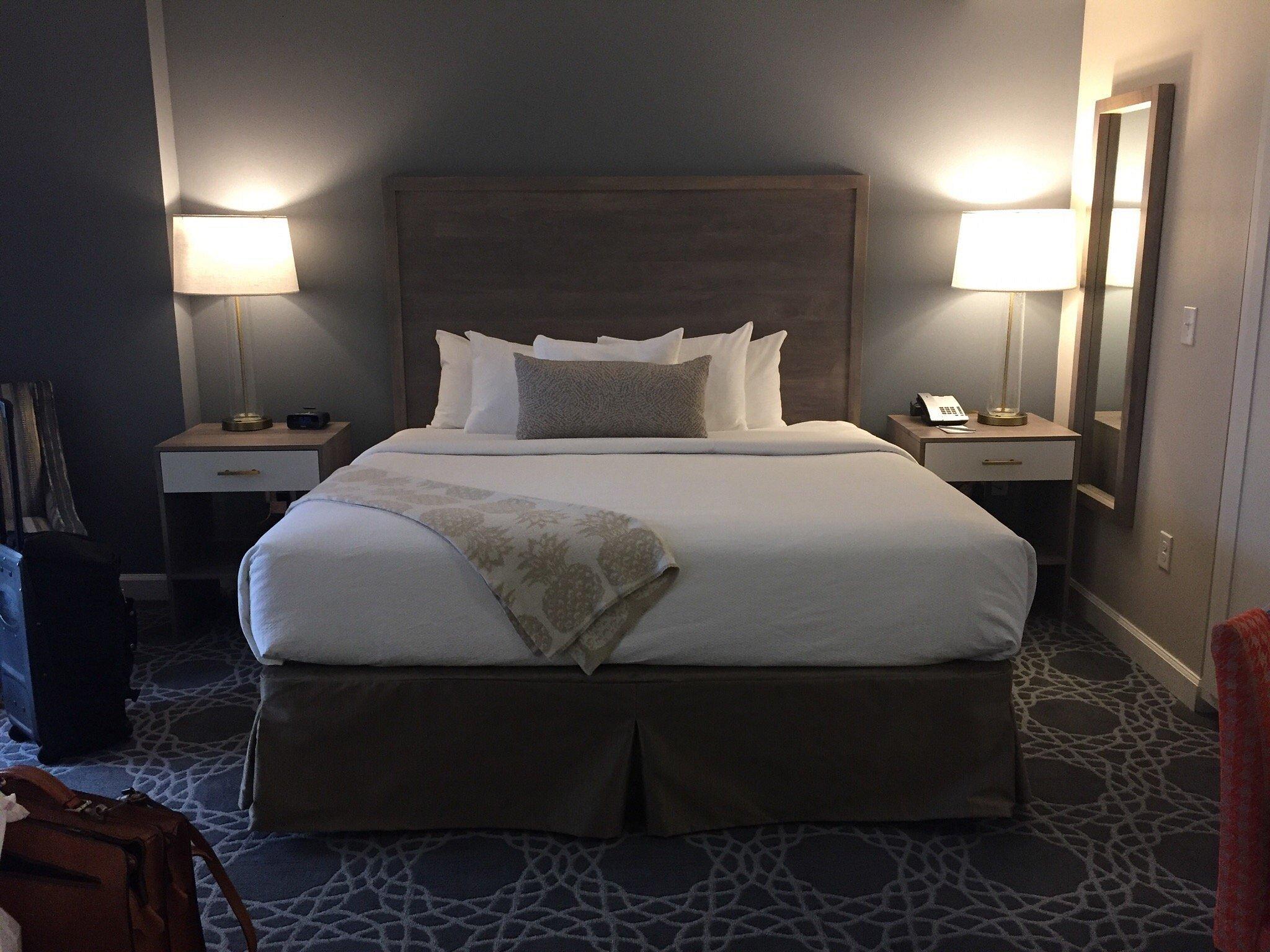 Bluegreen_Vacations_King_Street_Resort_Room_78d626bb86.jpg