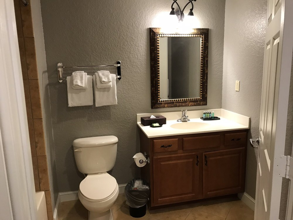 Club_Wyndham_Bonnet_Creek_Bathroom_7836f97055.jpg