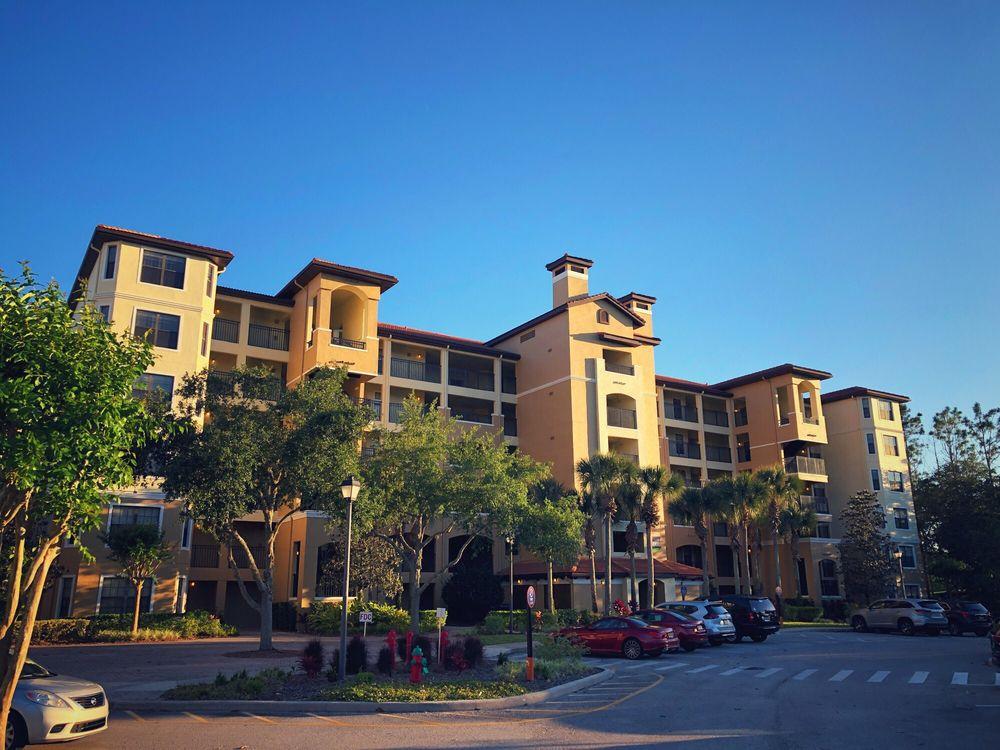 Holiday_Inn_Club_Vacations_at_Orange_Lake_Resort_Exterior_1b42edb493.jpg