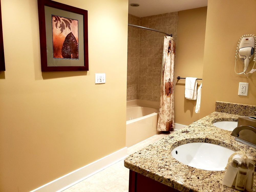 Massanutten_Resort_Bathroom_63798a1680.jpg