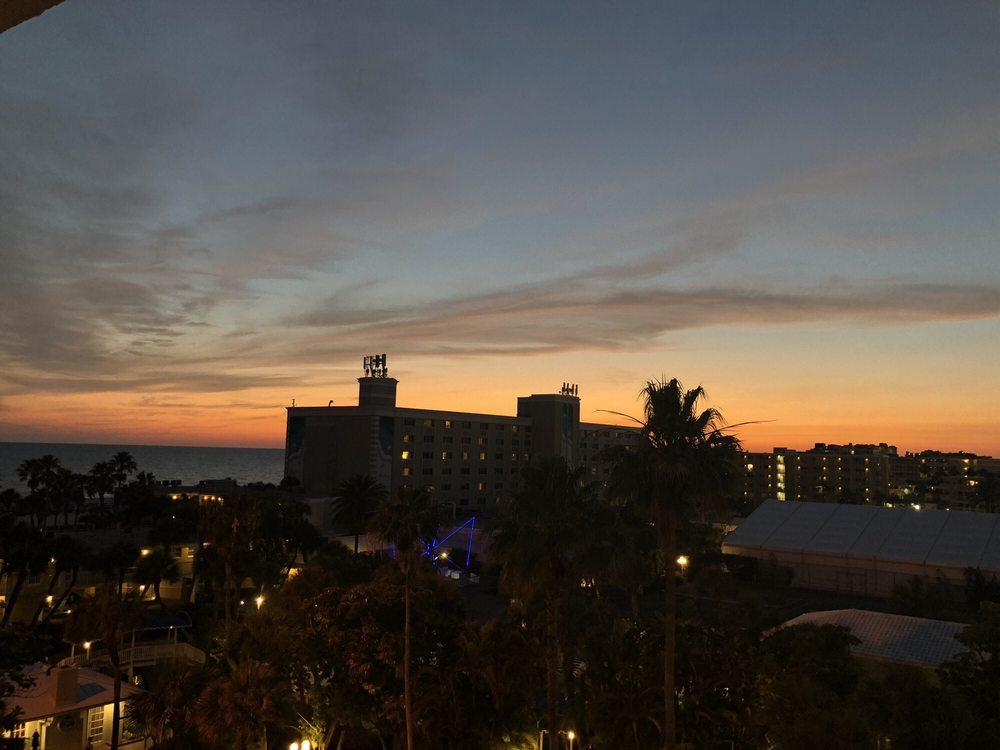 Trade_Winds_Island_Grand_Resort_Sunset_View_bf28a99e63.jpg