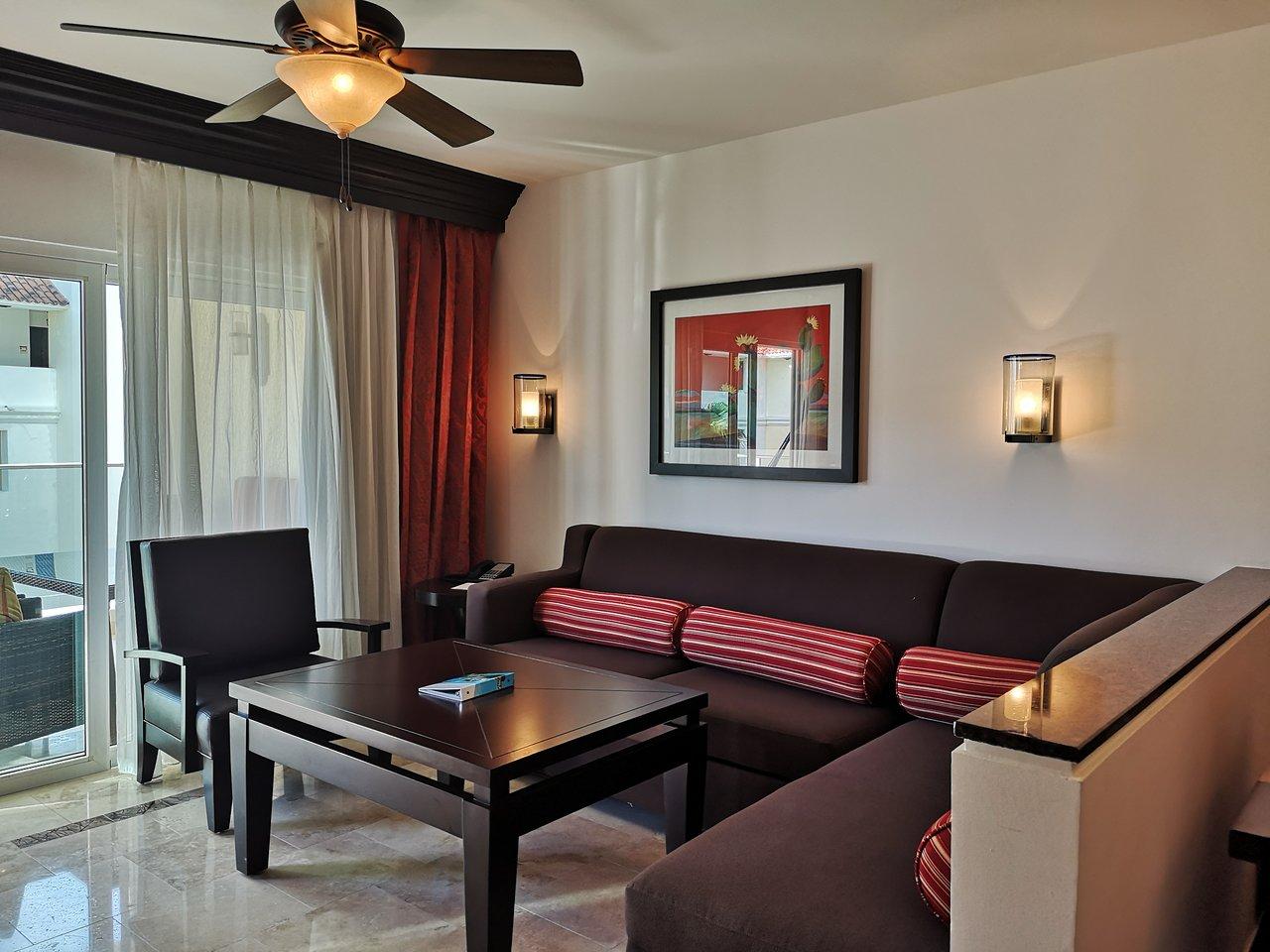 Welk_Resorts_Cabo_San_Lucas_Sirena_del_Mar_Living_Area_b4f01d8f21.jpg