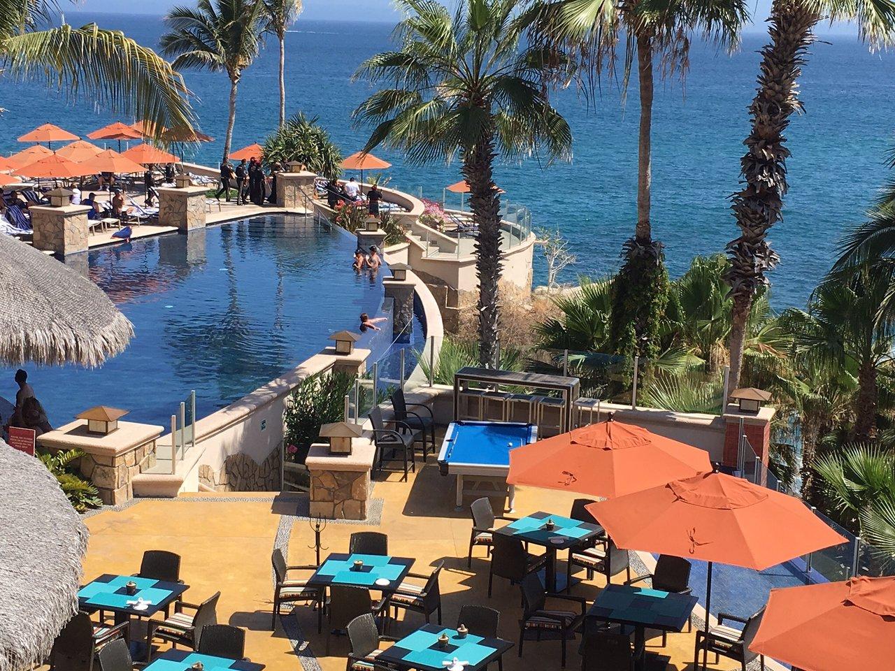 Welk_Resorts_Cabo_San_Lucas_Sirena_del_Mar_Pool_Seating_7ffb6ff636.jpg
