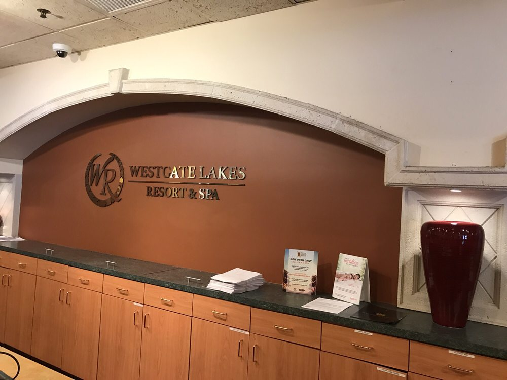 Westgate_Lakes_Resort_and_Spa_Front_desk_d46b52bd2c.jpg