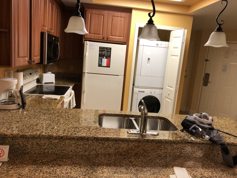 Westgate_Lakes_Resort_and_Spa_Kitchen_875703c1e6.jpg