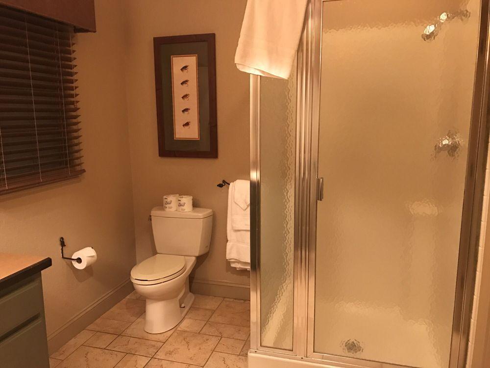 bluegreen_vacations_preview_center_at_big_cedar_bathroom_3abde3e7a1.jpg